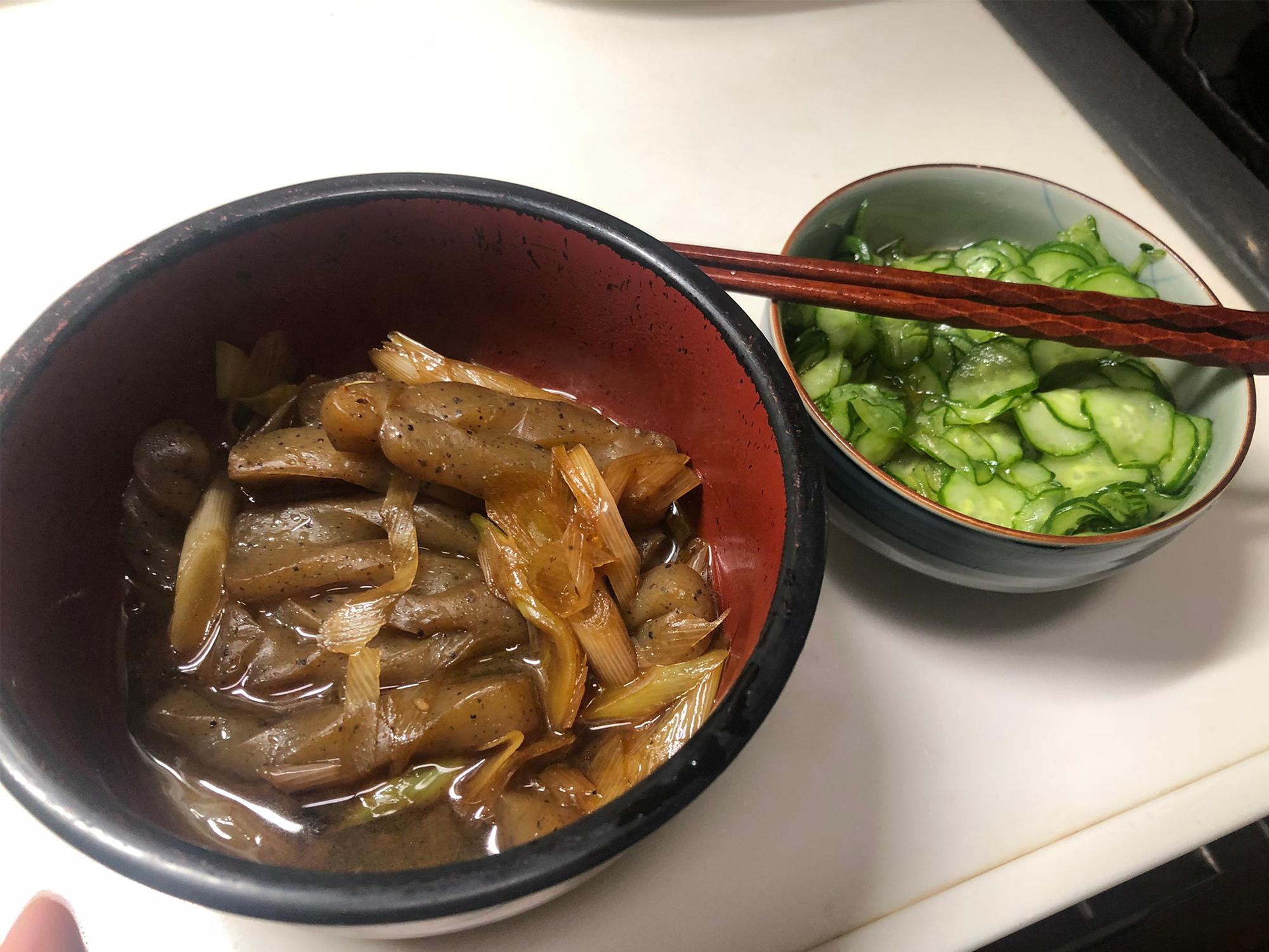 こんにゃくとネギの煮物ときゅうりの酢の物